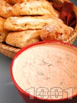 Топеница (дип, разядка) от извара, кисело мялко, чесън, копър и печени червени чушки - снимка на рецептата